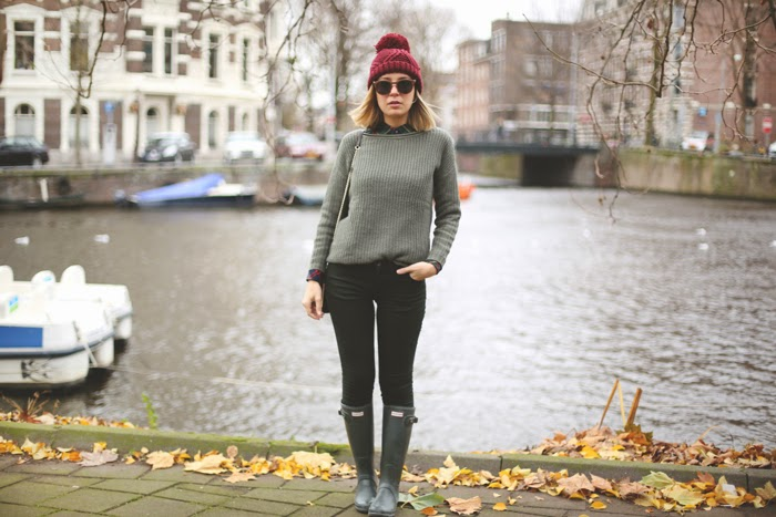 teenvogue, TRAVELSCAT, amsterdam, green outfit, plaid, look con hunter,