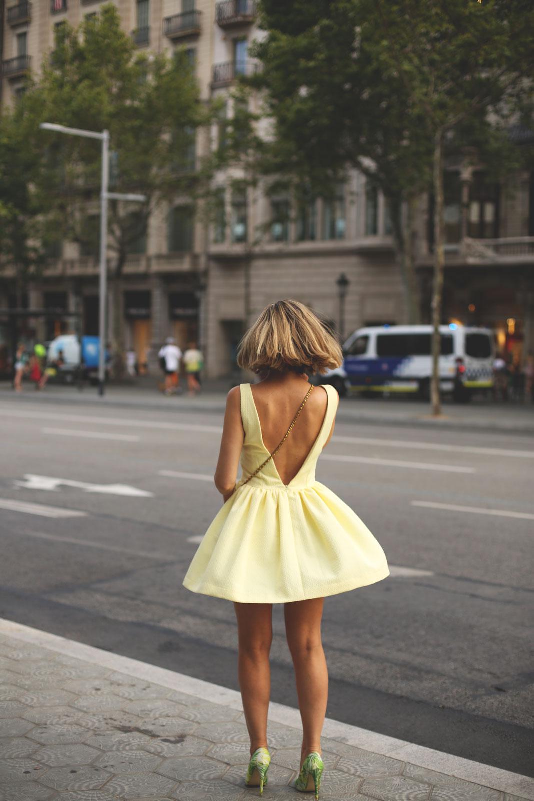Vestido amarillo escote espalda