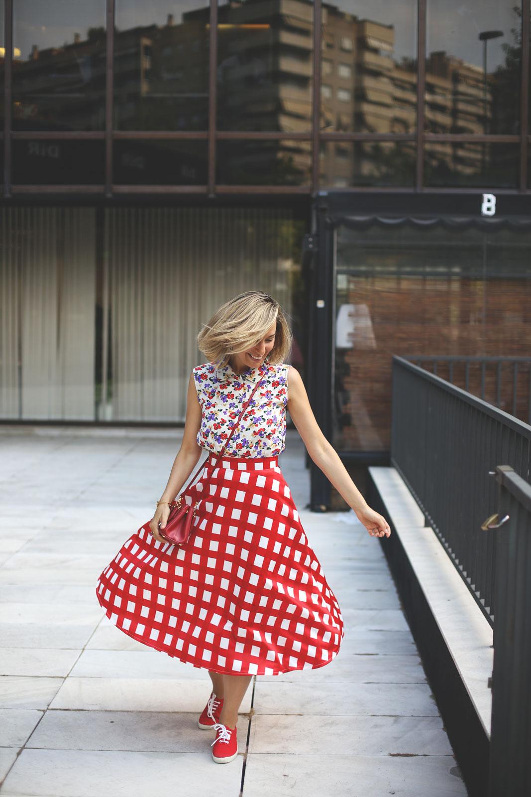 falda de cuadros de corte midi