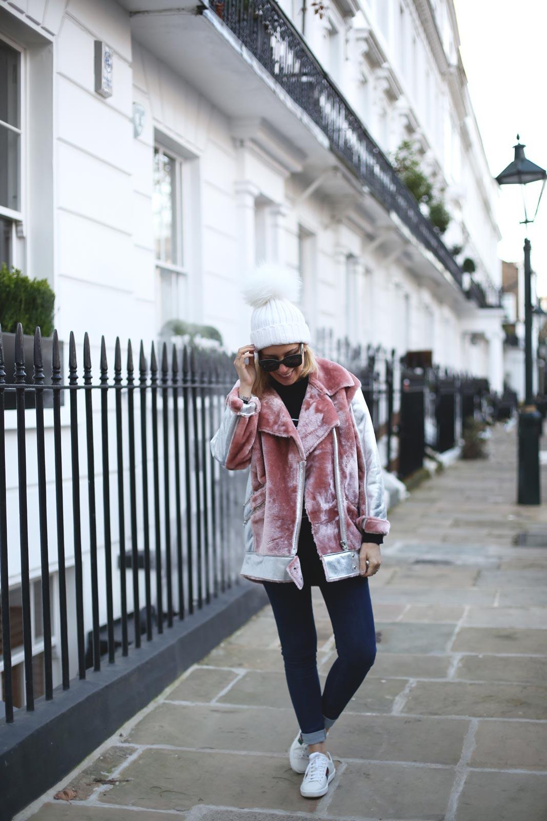 Look con jeans y abrigo para mujer