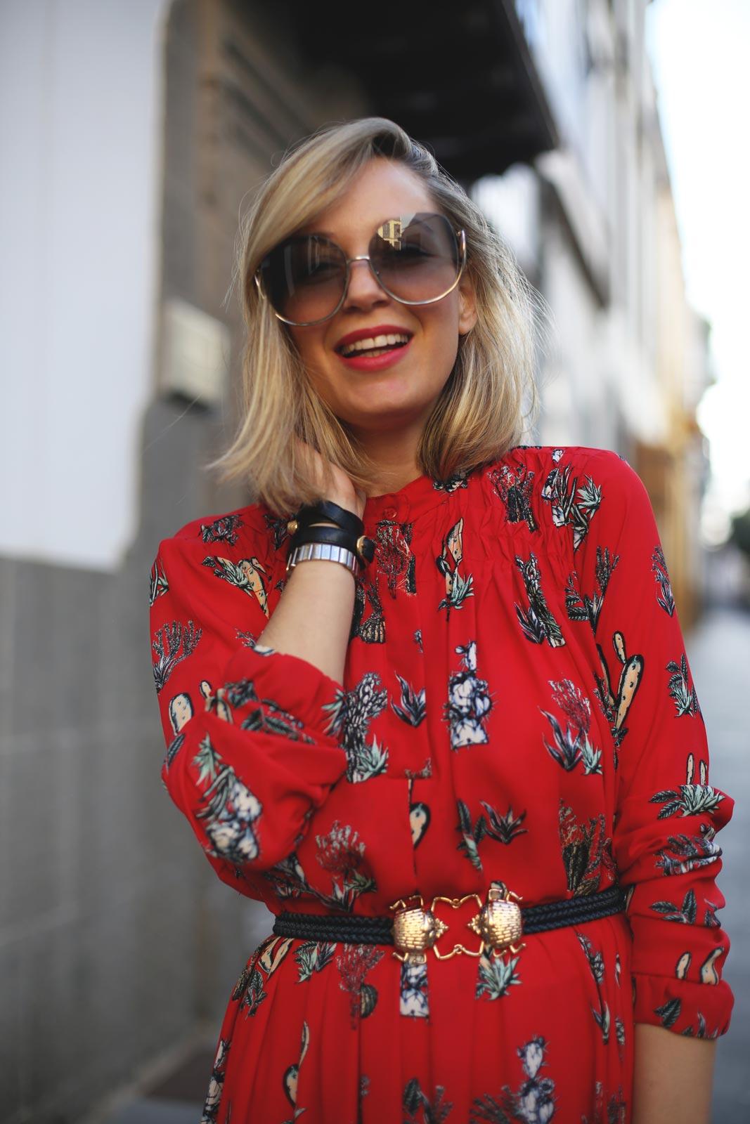 Influencer de moda maternidad y estilo de vida