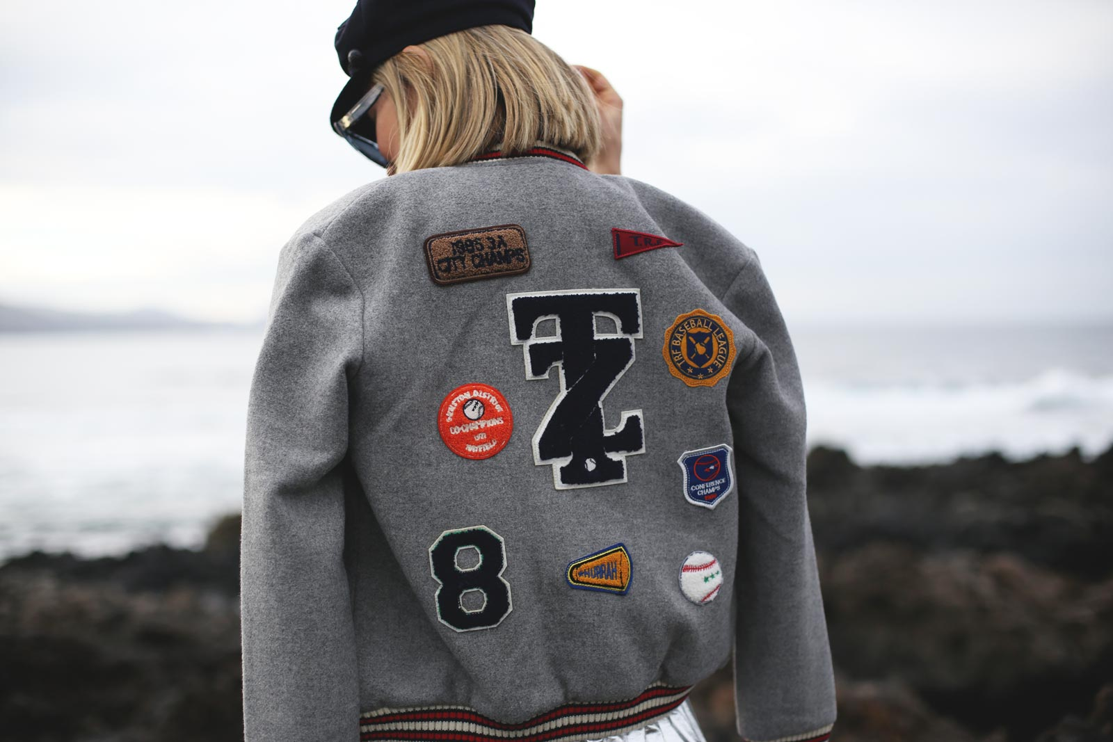Bomber con parches de Zara blogger de moda