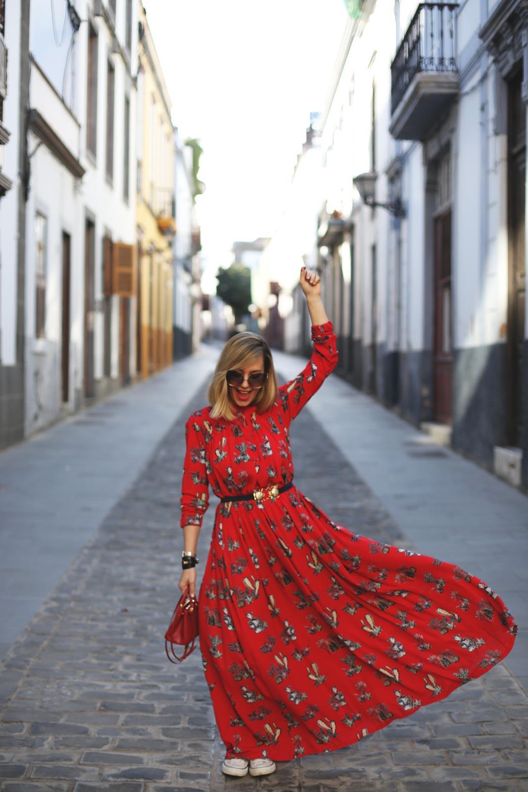 Vestido con vuelo rojo estampado para mujer