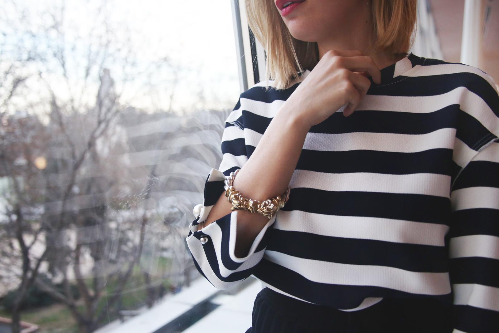 Top navy de Zara con perlas
