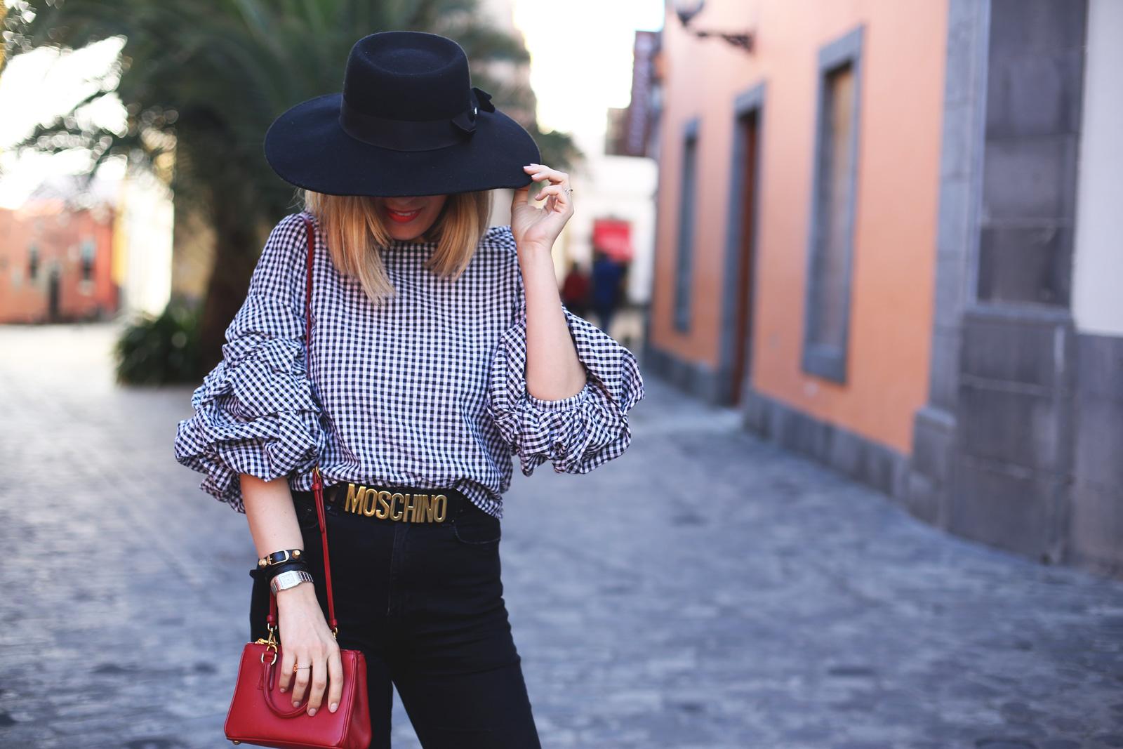 Look blogger con top con volantes