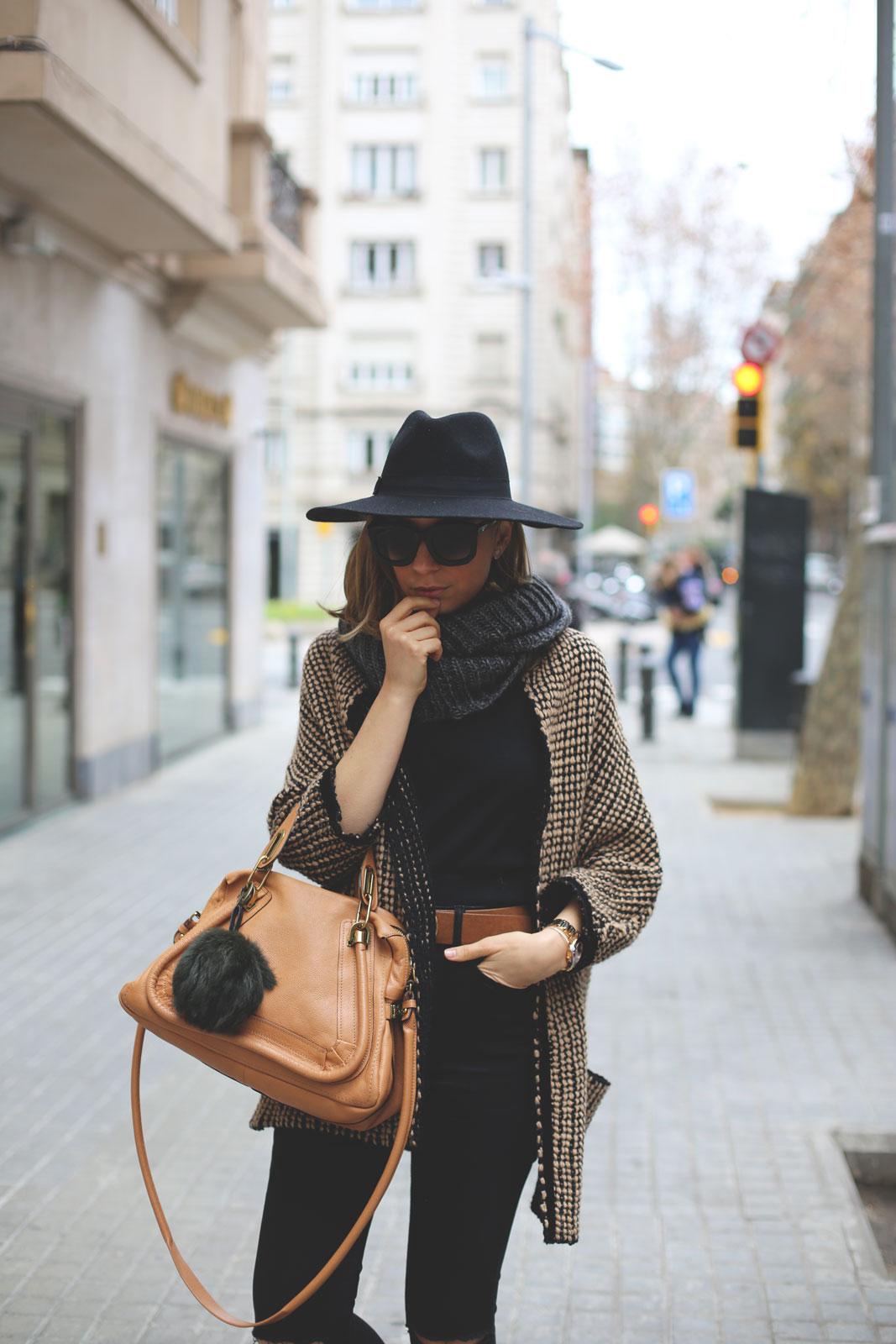 bolso de moda chloe con abrigo de punto