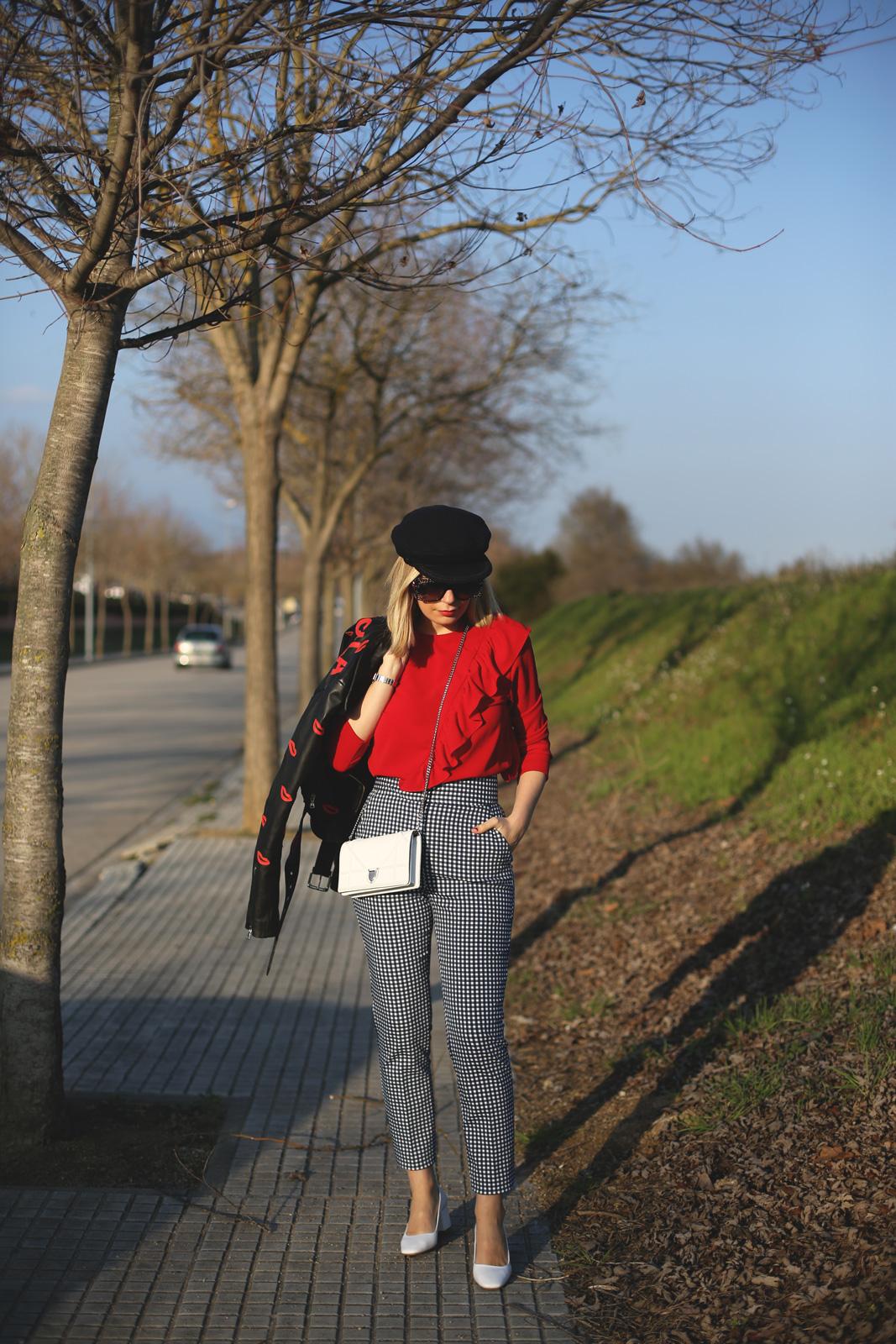 Pantalones vichy de Zara y top de volantes