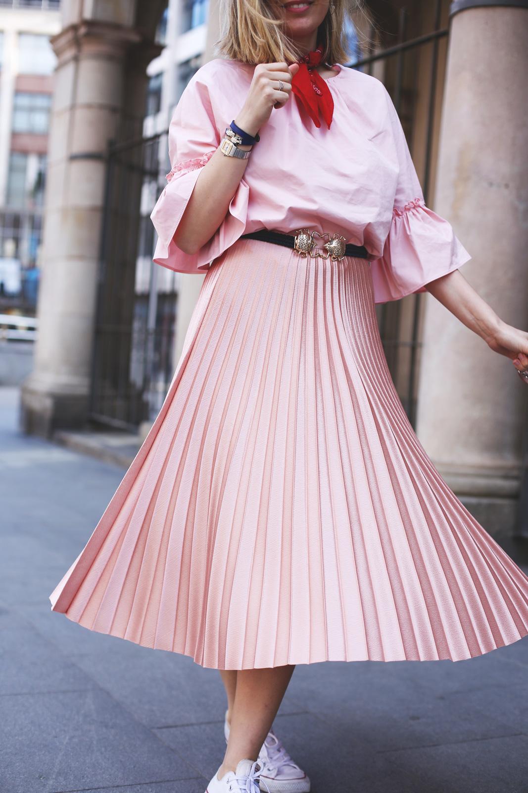 Falda midi plisada en rosa