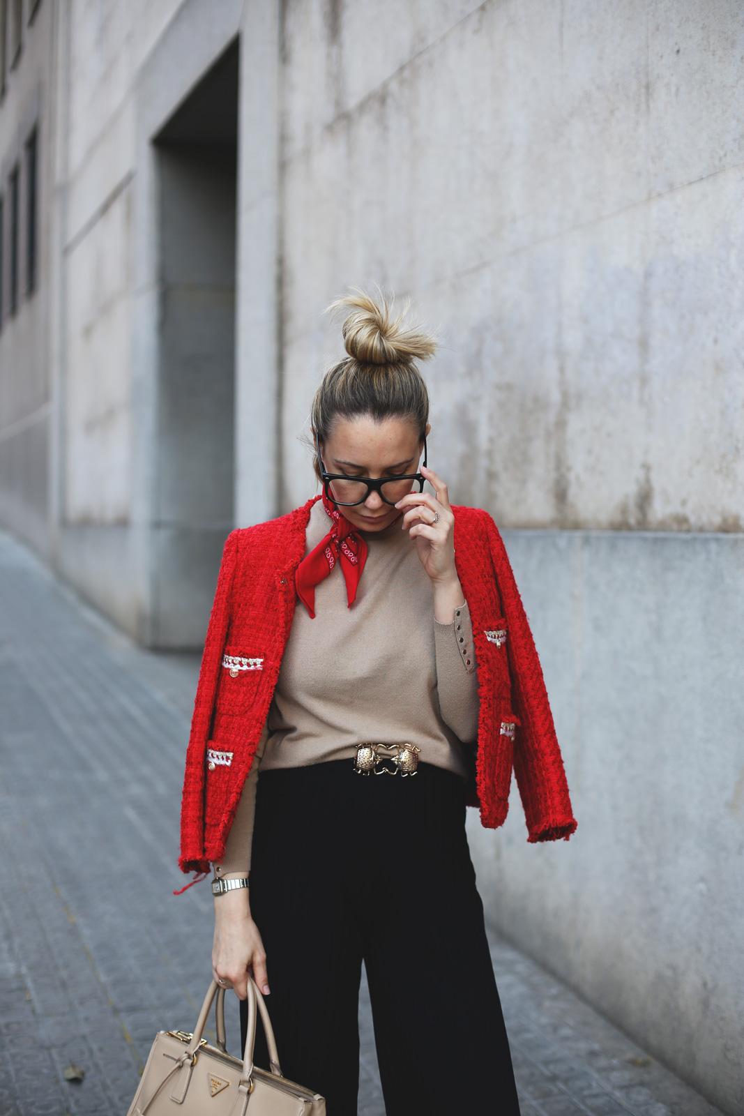 chaqueta de tweed roja blogger
