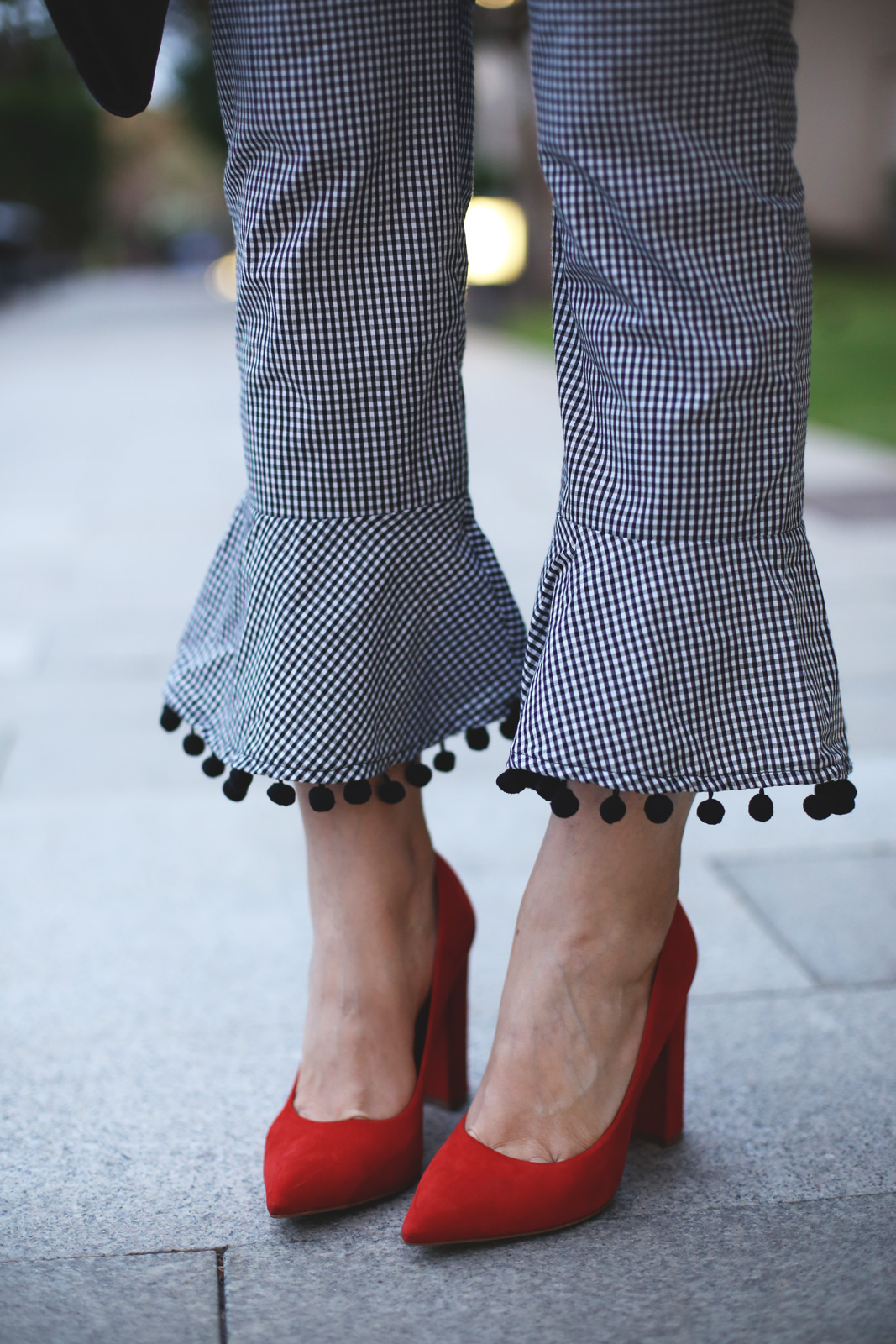 pantalon de vichy de Zara y pompones