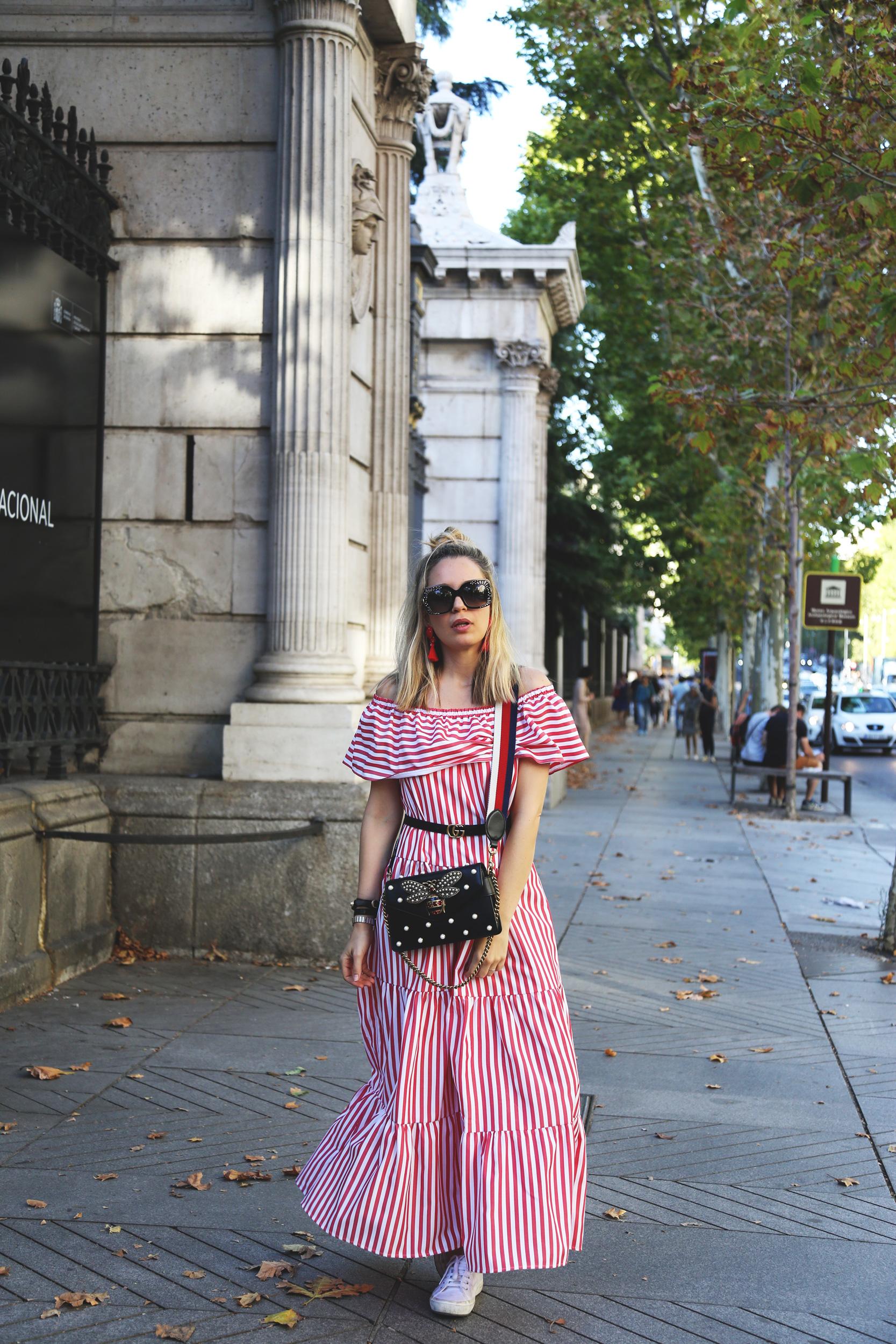 Vestido largo de rayas con escote Bardot