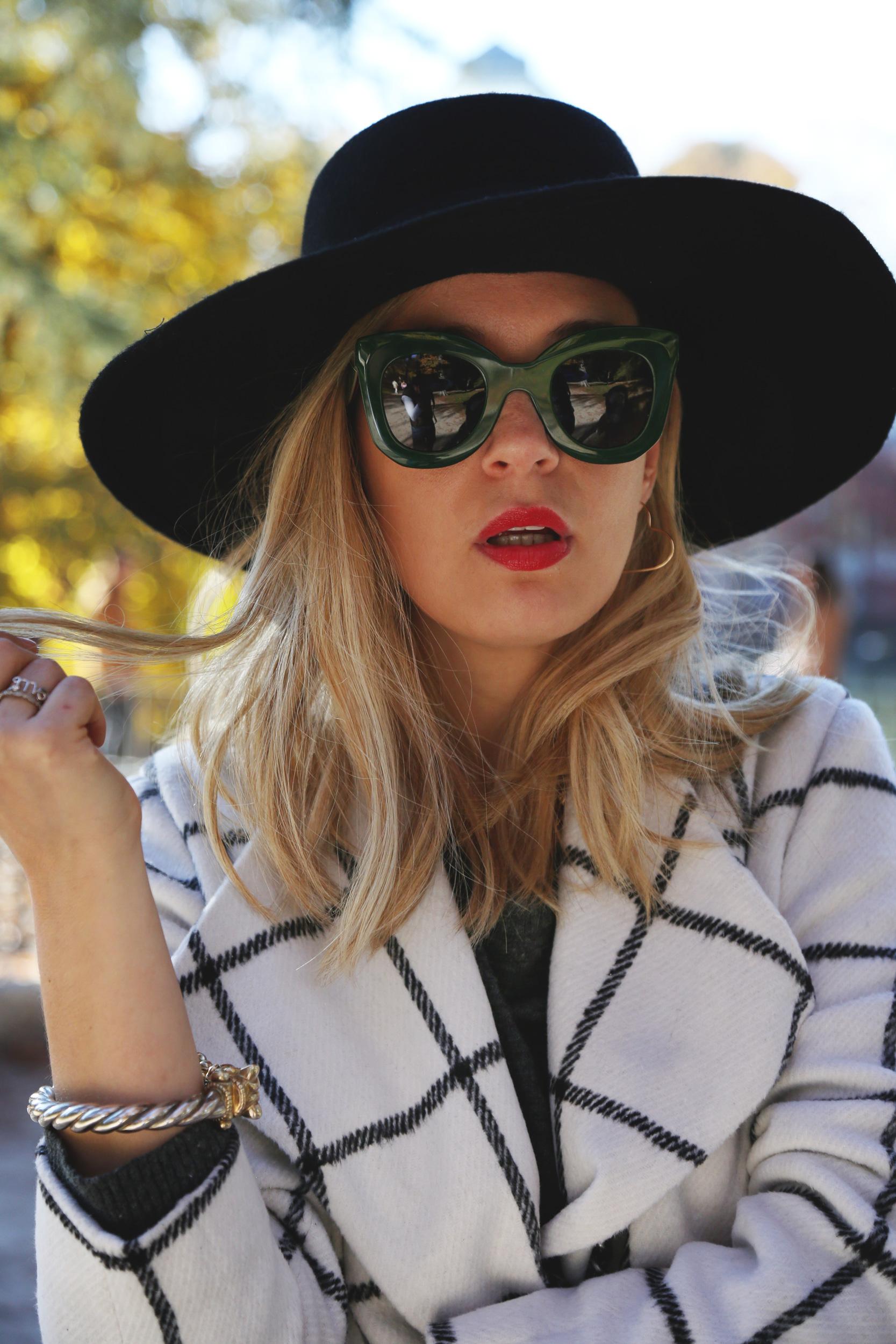 look con sombrero elegante mujer