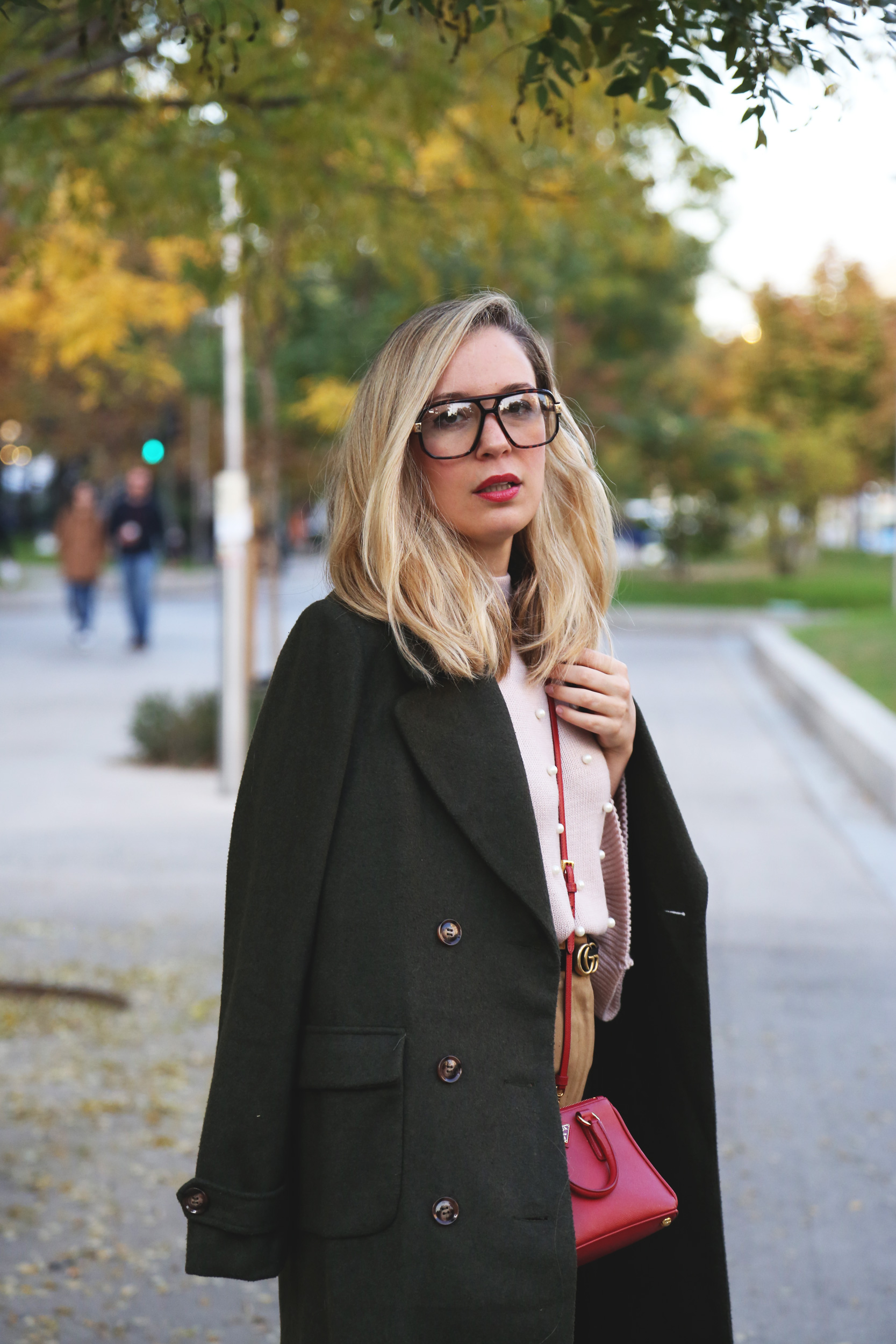 look con abrigo entretiempo moda