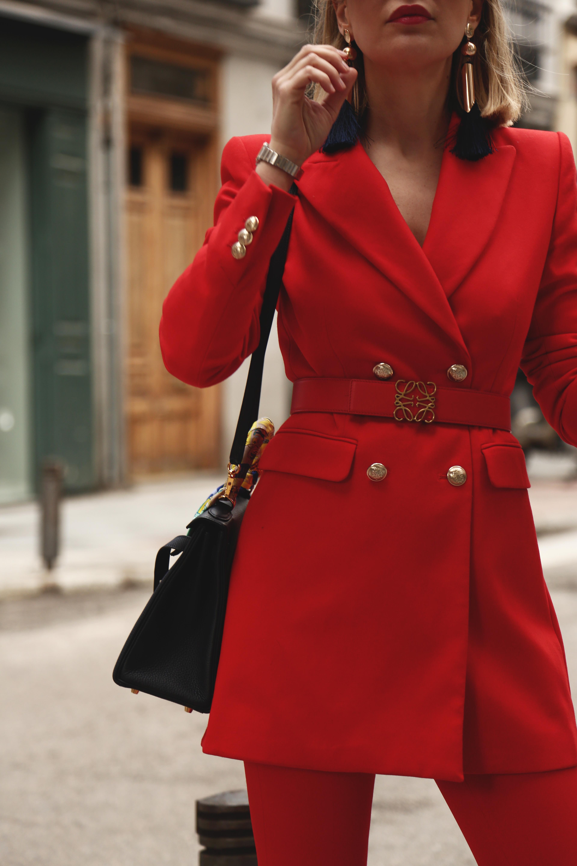 blazer roja cruzada de Zara